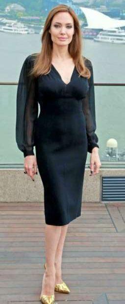 ¿Cuánto mide y cuánto pesa Angelina Jolie?