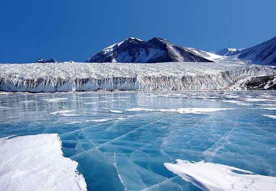 il Polo Nord ha molto meno ghiaccio del Polo Sud.