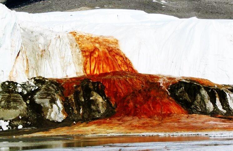 le cascate di sangue in antartide -