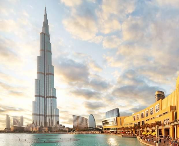 L'edificio più alto del mondo di 828 metri si trova a Dubai : Burj Khalifa