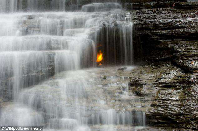 le cascate con la fiamma eterna -