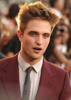 Quanto è alto e quanto pesa Robert Pattinson l'attore di Twilight che impersona Edward Cullen