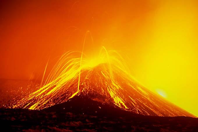 Quanto è alto il Vesuvio l'unico vulcano attivo in Europa?